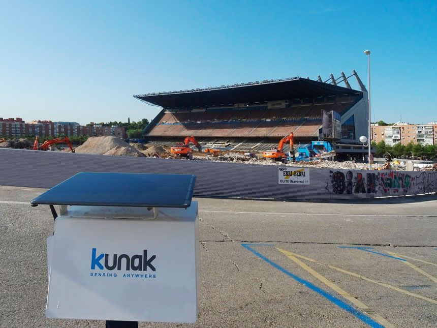 Air pollution monitoring in construction and demolition: the practical case of the Vicente Calderón stadium (Madrid)